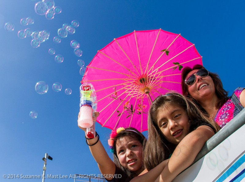 blue sky, Bubbles, Calle Ocho, celebrations, cheer, Florida < United States < North America, Isabella Gauging, Latin, Little Havanna, Miami < South Florida, Outdoor, parade, pink umbrella, play, Rosabella Davila, Three Kings Day Parade, umbrella